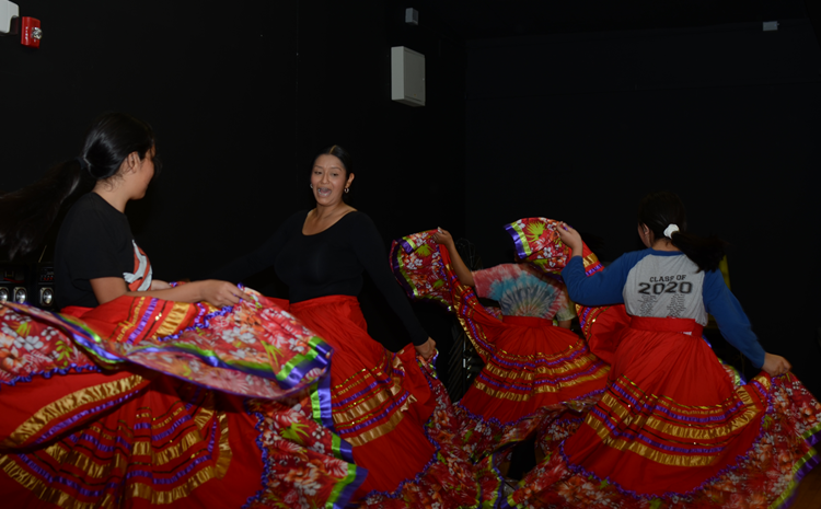 Scholars Learn Ballet Folklorico - article thumnail image
